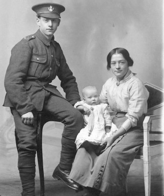 2 Soldier of the Loyal North Lancashire Regiment with his family. Source © British Library.